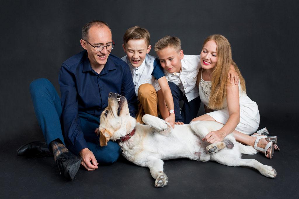 Séance photo en famille en studio à Rezé